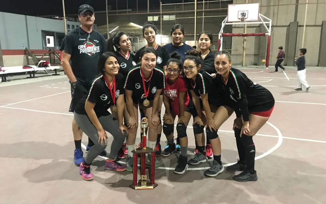 Panteras se corona en voleibol - La Voz de la Frontera