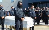 Uno a uno de sus familiares se colocaron a la distancia, mientras los agentes de la Policía Municipal le hacían guardia durante algunos minutos